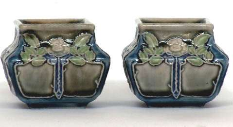 A pair of square 3 inch pots by Leslie Harradine
